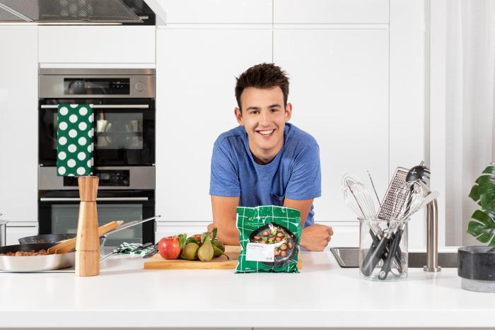 IKEA et le cuisinier Loïc Van Impe lancent une recette de « boulettes végétales à la belge »