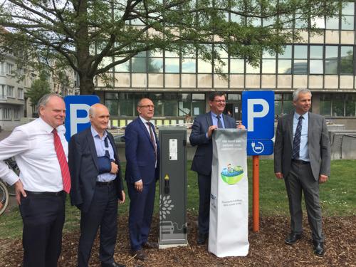 Eerste van 2500 nieuwe laadpalen voor elektrische wagens ingehuldigd