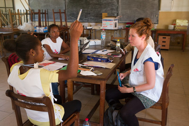 Emmanuelle Bricq, MSF Health Promotion Activity Manager trains young Malagasy whose role will be to educate the population of Toamasina about the risks of the plague and ways to prevent its spread.