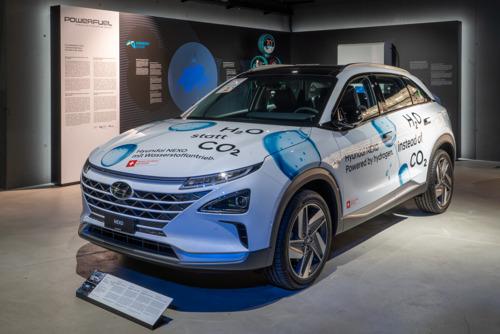 Hyundai mit dem Wasserstoff-Elektrofahrzeug NEXO im Verkehrshaus