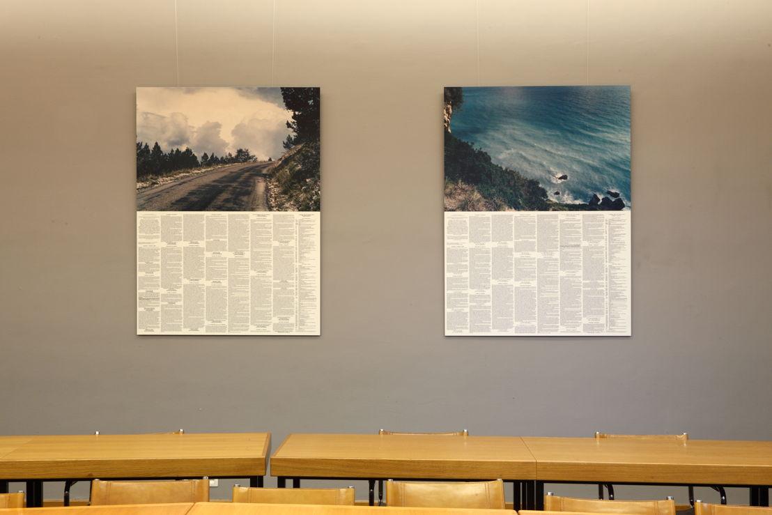 Installatiezicht &#039;Entre nous quelque chose se passe...&#039; in de Bibliotheek Faculteit Rechtsgeleerdheid KU Leuven. <br/>Kunstenaar en werk: Christoph Fink, Beweging#35, Gent - Etna (zomer 1997)<br/>Foto © Dirk Pauwels