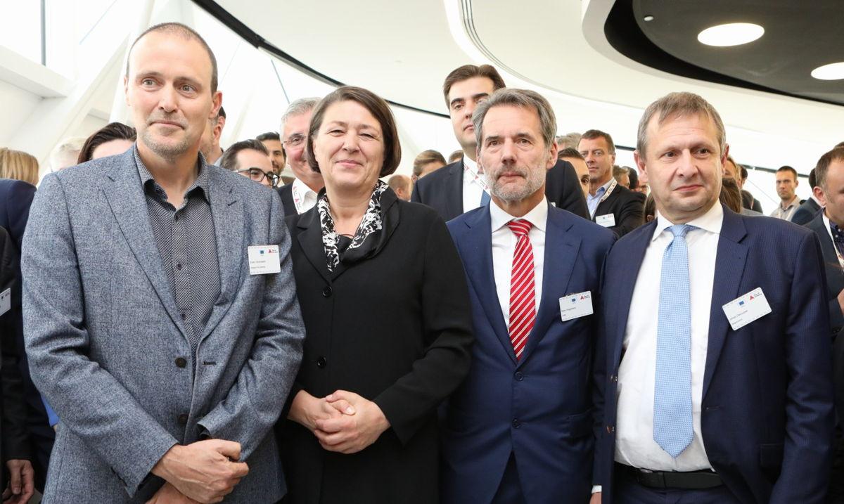 Erwin Verstraelen (Port d'Anvers), la Commissaire européenne aux Transports Violeta Bulc, Marc Kegelaers (Unifly) et le CEO de Belgocontrol Johan Decuyper
