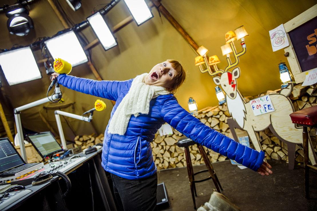 Linde Merckpoel begint aan haar shift (c) VRT - Thomas Geuens