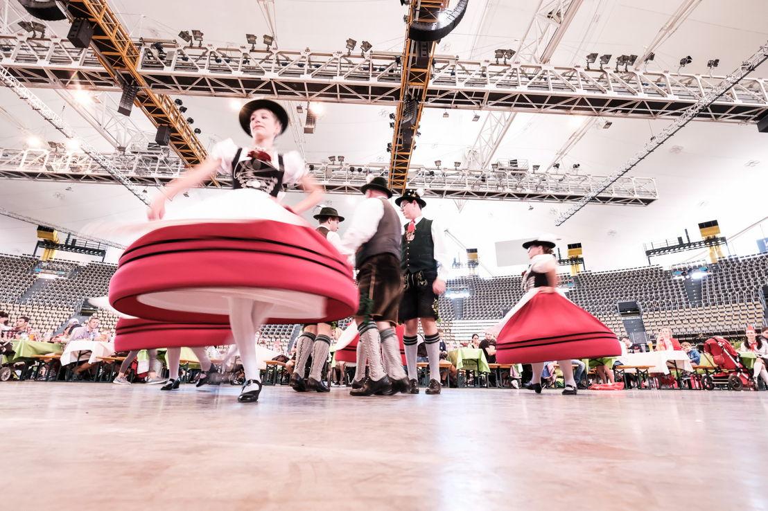 Begleitet wurde der Trachtenlauf von traditionell bayerischem Tanz
