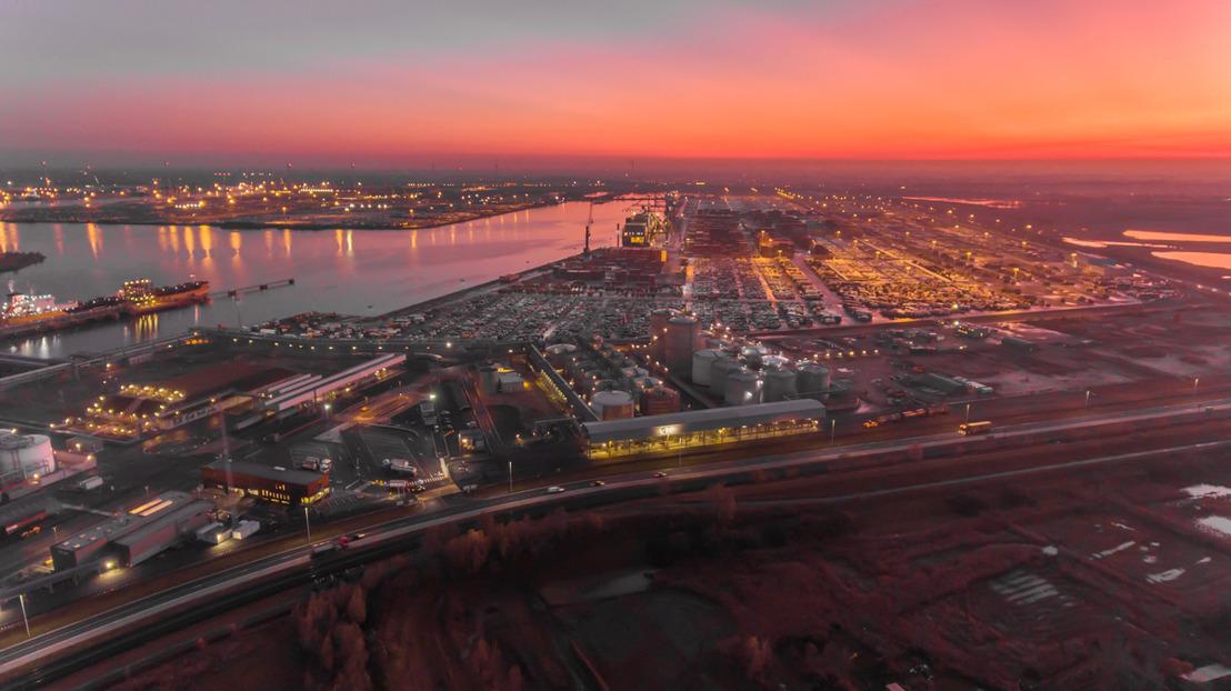 Port of Antwerp en Fluvius installeren 2.500 nieuwe ledlampen in kader van duurzame haven