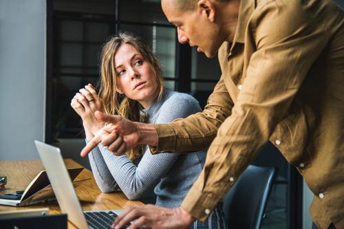 6 op 10 mannen vinden gelijke lonen voor vrouwen geen prioriteit