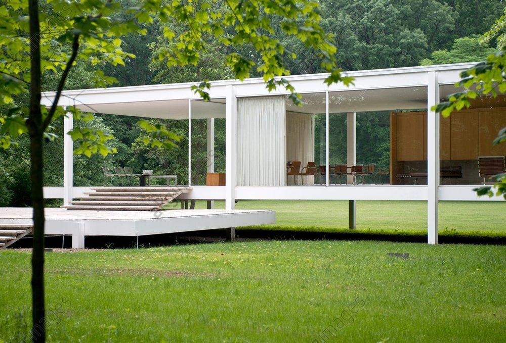 Farnsworth House, Plano, United States. Architect: Ludwig Mies van der Rohe, 1951<br/>AKG2525544