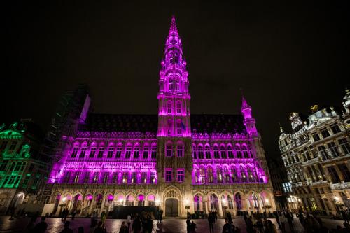Stadhuis van Brussel kleurt vanavond roze bij start internationale borstkankermaand
