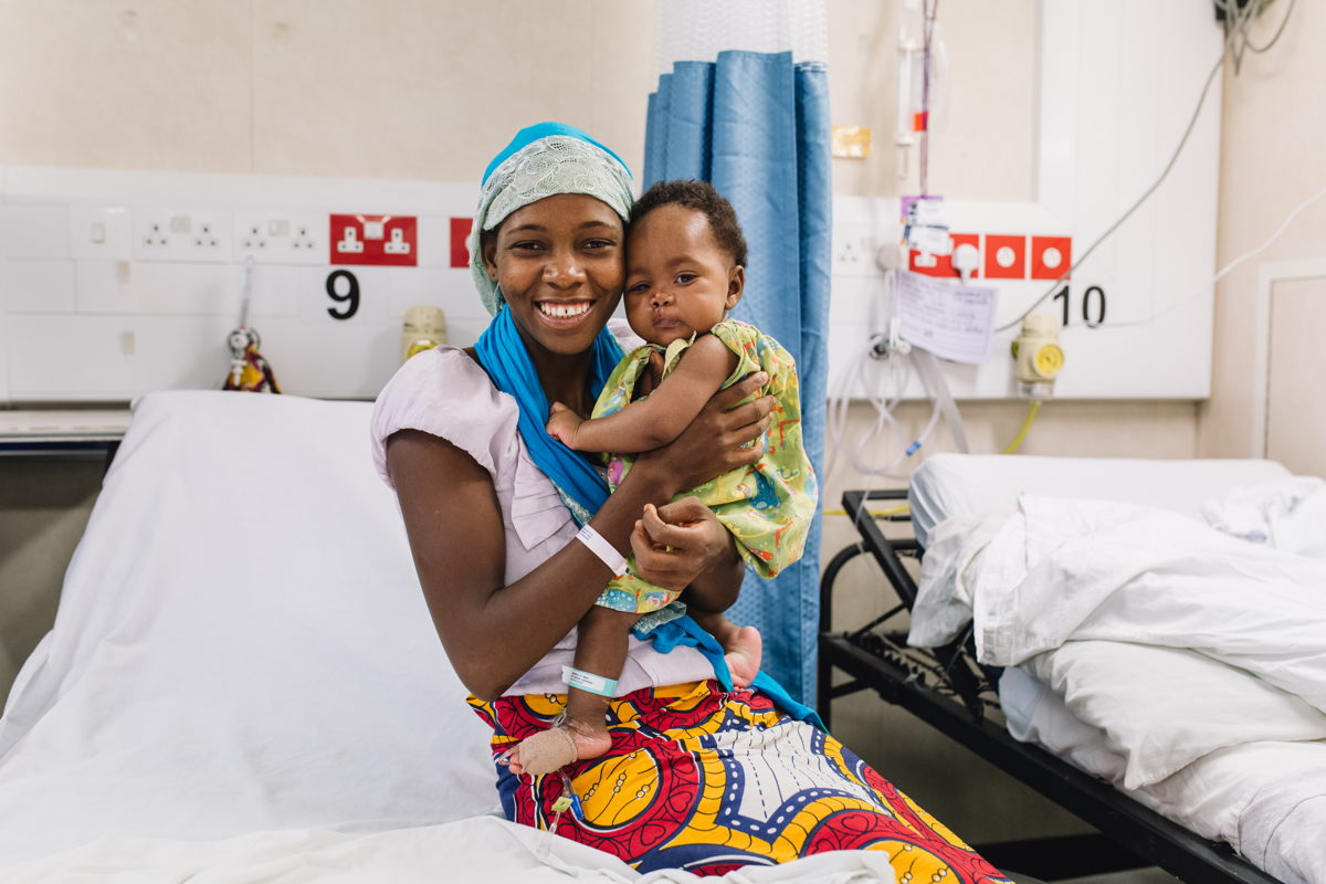 Hassanatou holding Aissata after her surgery on the Africa Mercy.