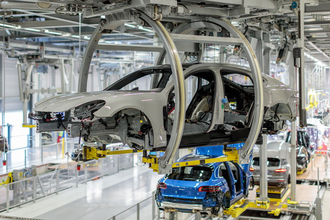 The Panamera runs through the Assembly Line