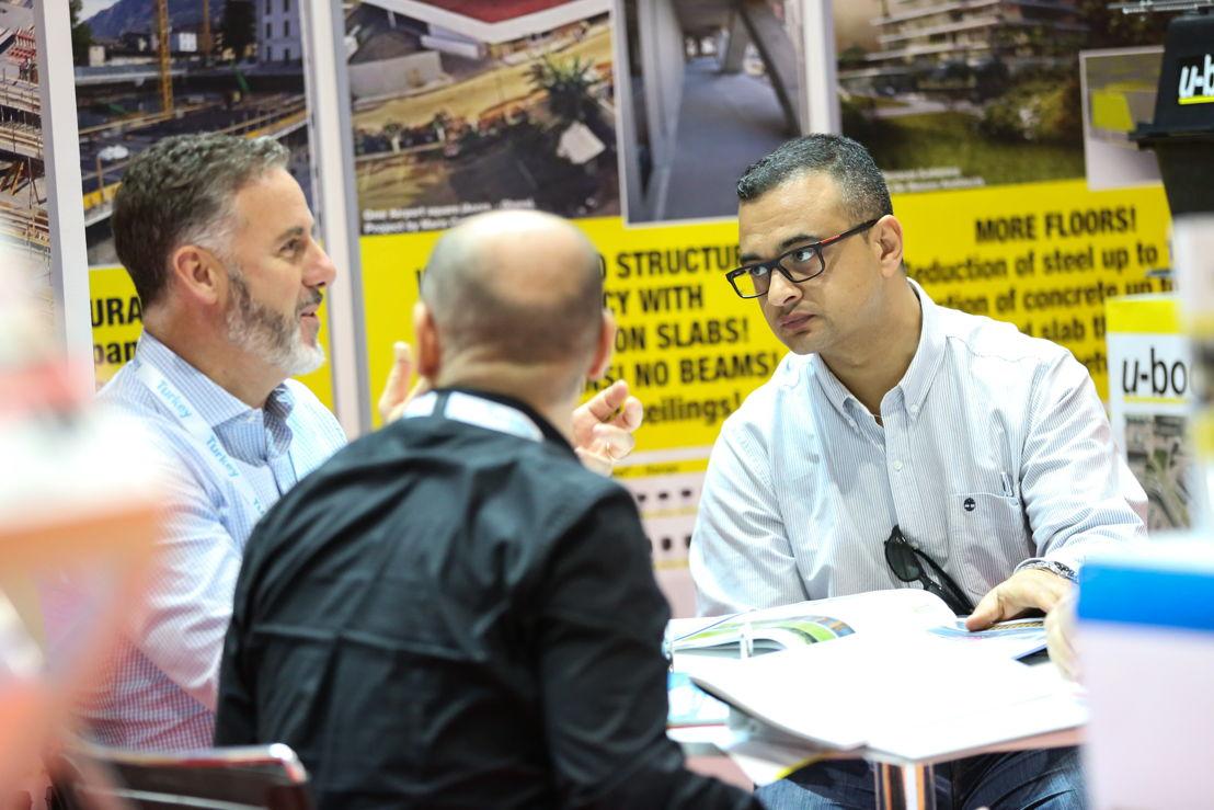 Exhibitors and visitors speak at MEC_PMV 2016