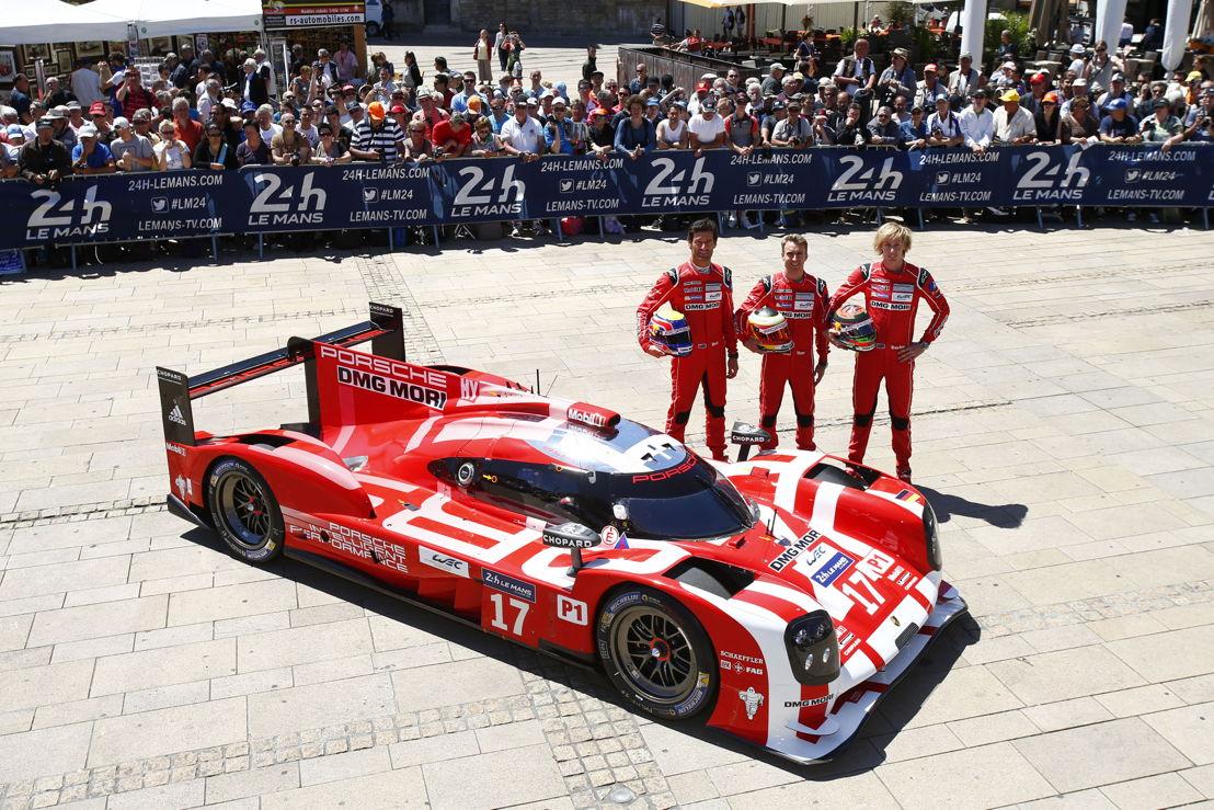Porsche 919 Hybrid (17), Porsche Team: (l-r) Mark Webber, Timo Bernhard, Brendon Hartley
