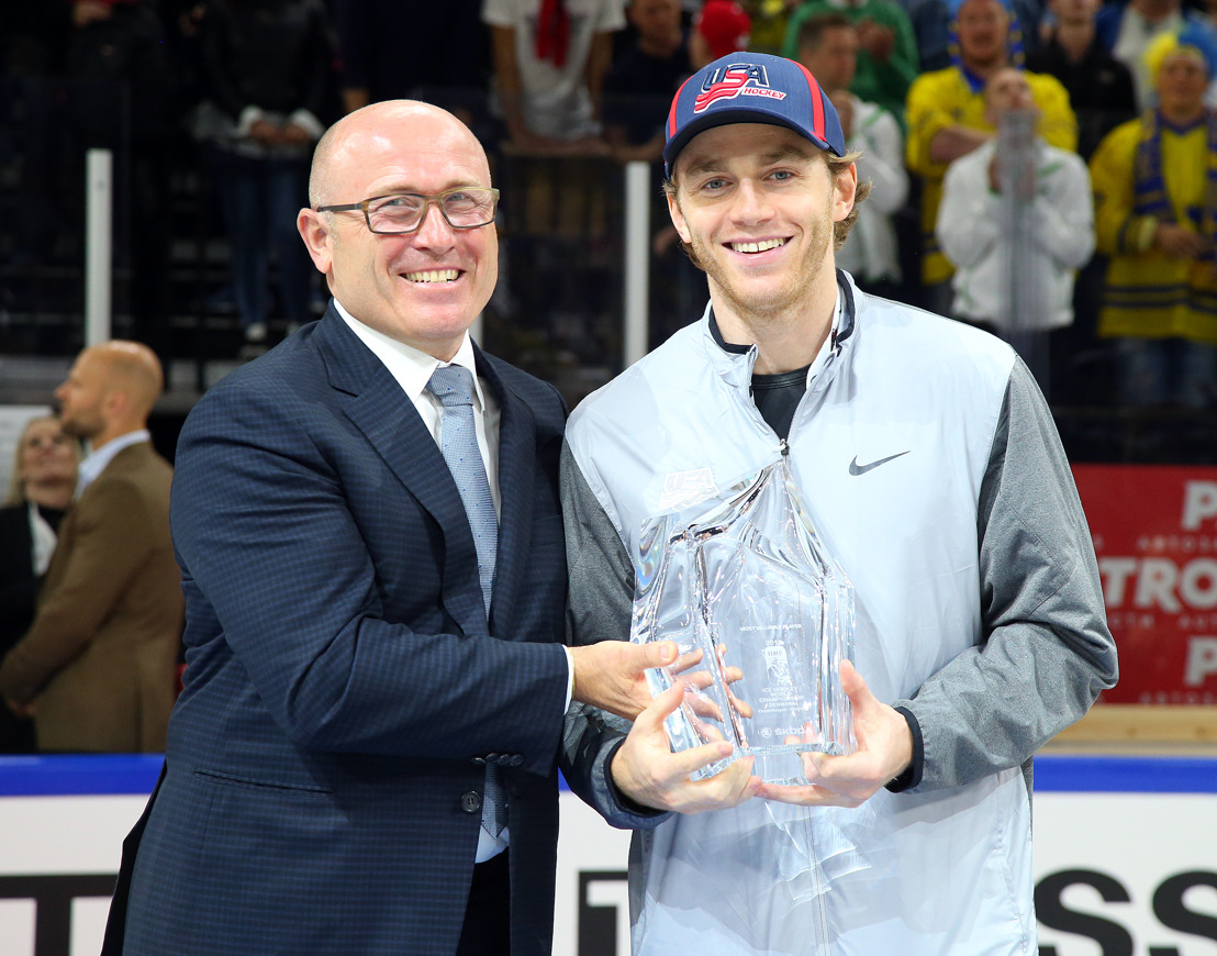 ŠKODA AUTO CEO Bernhard Maier presents trophy to Most Valuable Player of 2018 IIHF Ice Hockey World Championship