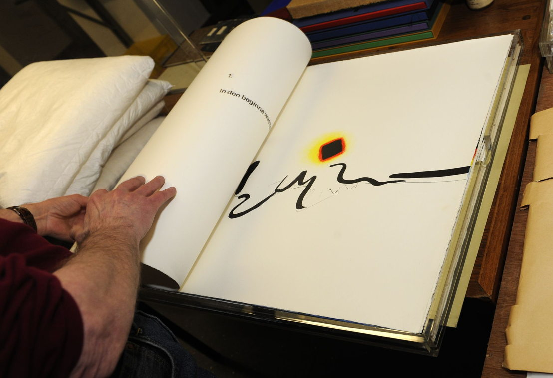 Tentoonstelling &#039;Never judge a book by its cover. 50 bijzondere Belgische boeken, 1966-2016&#039;<br/>© Koninklijke Bibliotheek van België