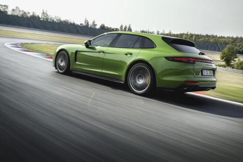 460 pk sterke V8-biturbo, sportonderstel en ruime uitrustingsmogelijkheden