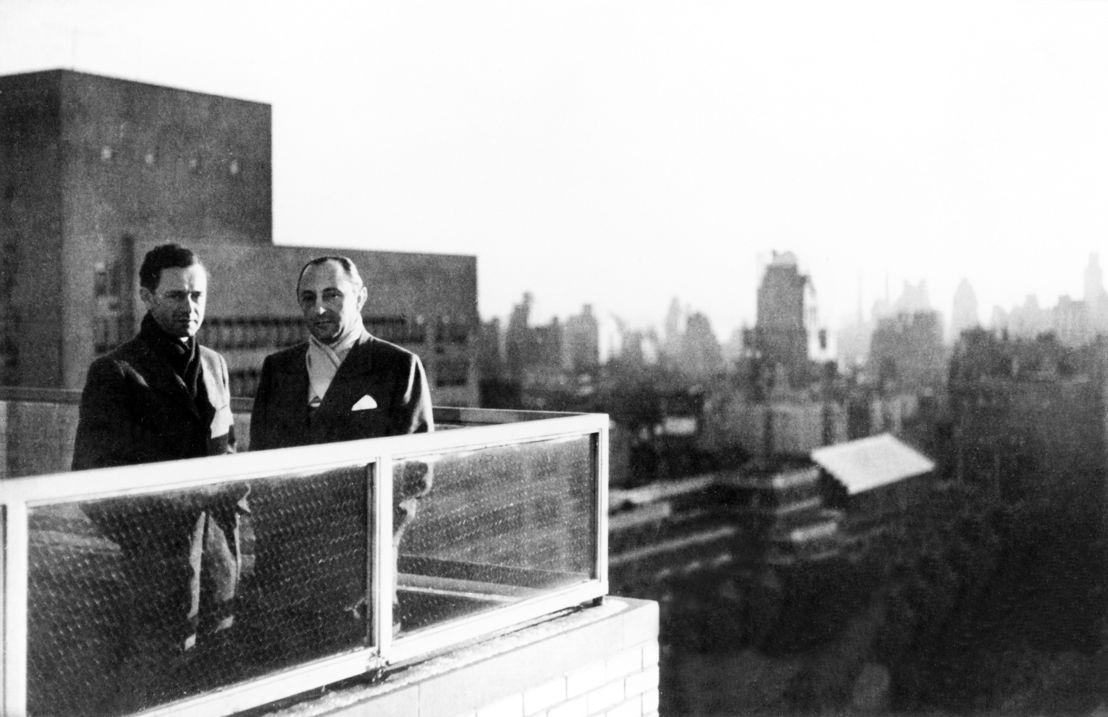 1950. Ferdinand Porsche (der.) y el importador estadounidense de automóviles Maximilian E. Hoffman