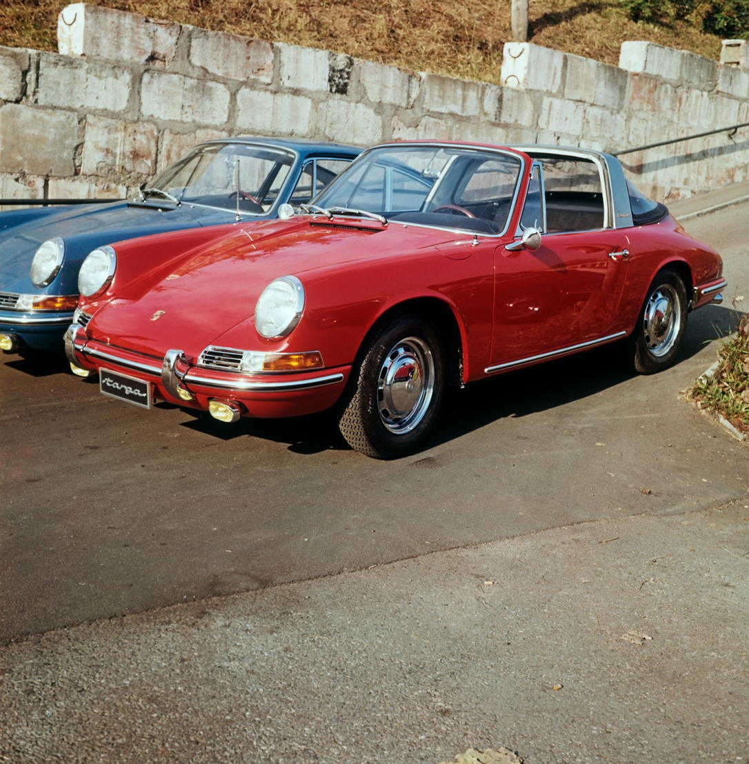 1965. El Porsche 911 2.0 Targa es presentado al público en septiembre en el salón Internacional del Automóvil de Fráncfort