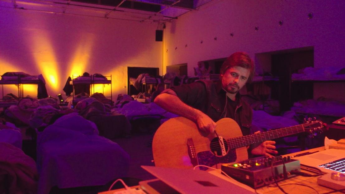 Simon Scott tijdens een slaapsessie - (c) Het chemisch circus