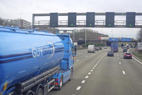 Commissie Mobiliteit evalueert 1 jaar kilometerheffing voor vrachtwagens