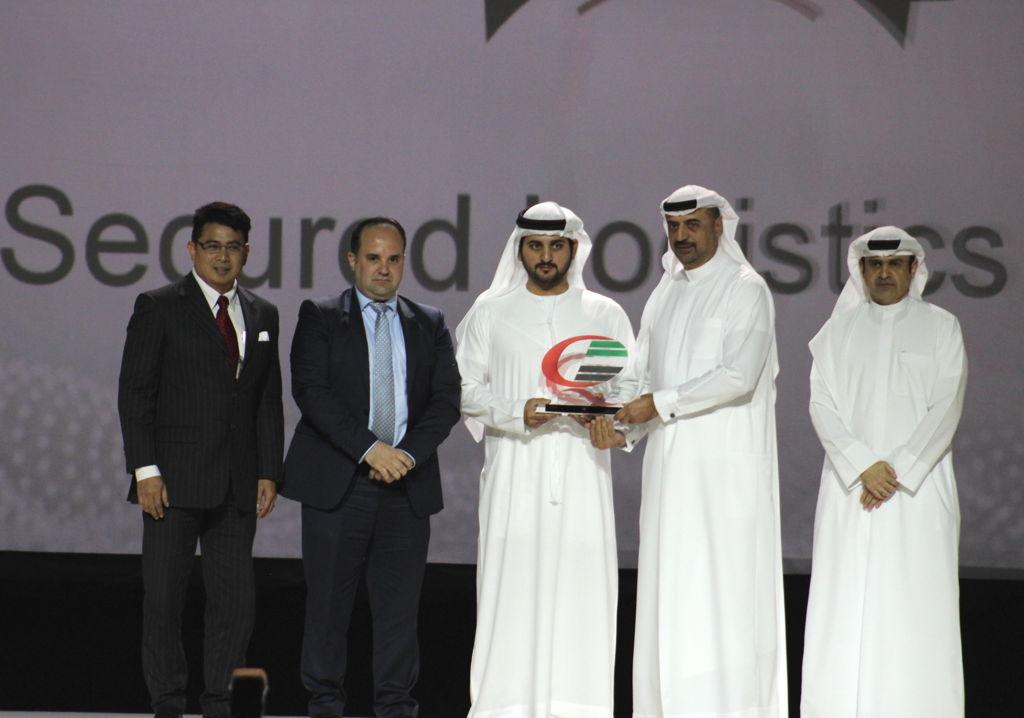 Sheikh Maktoum Bin Mohammed Bin Rashid Al Maktoum, Deputy Ruler of Dubai, presents the Dubai Quality Award to Dr Abdulla Al Hashimi, Divisional Senior Vice President, Emirates Group Security and CEO Transguard