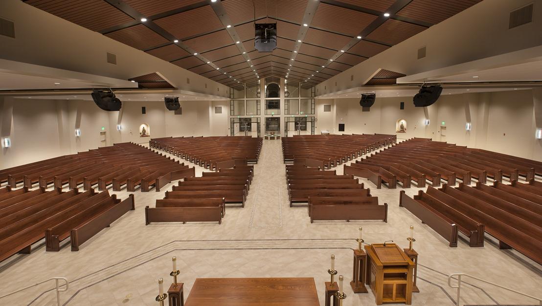 La iglesia Queen of Angels provee excelencia sonora con un sistema RoomMatchTM DeltaQTM de Bose Profesional