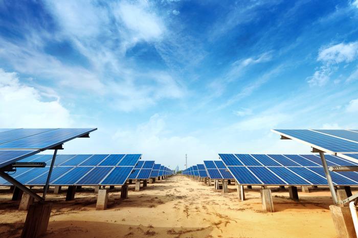 """وزارة الطاقة تؤكّد على """"أهمية تكنولوجيا الطاقة الشمسية لتحقيق إستراتيجية الإمارات للطاقة ۲٠٥٠"""""""