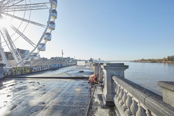 Preview: Het Zuiderterras aan het Steenplein in Antwerpen heeft een nieuw waterdicht dek