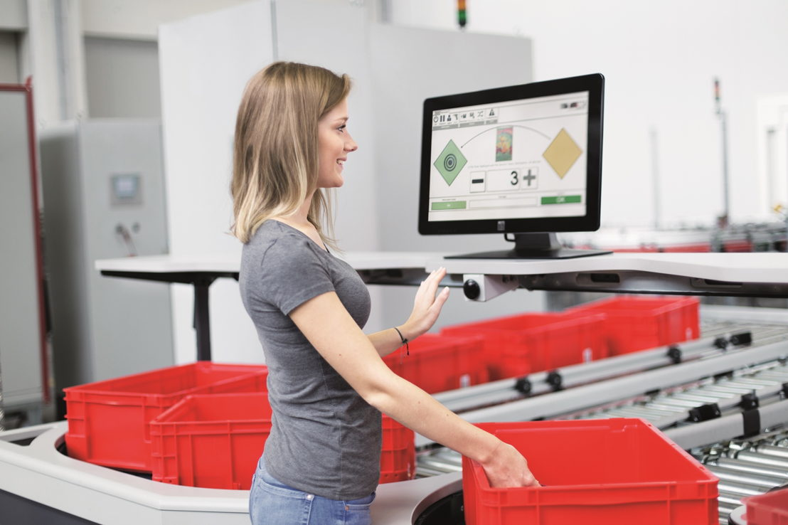 The high-performance TGW PickCenter workstation is the core element of the FlashPick® system.