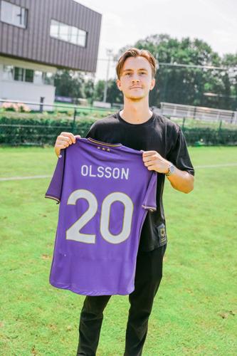 Zweed Kristoffer Olsson versterkt het middenveld