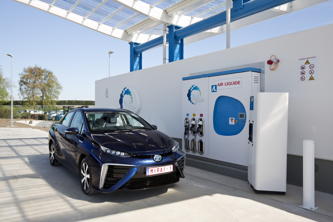 Minister van Energie overhandigt samen met Toyota sleutels van 1ste Toyota Mirai (waterstofwagen) aan Hydrogenics
