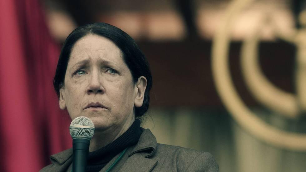 The Handmaid's Tale: Aunt Lydia (Ann Dowd) - (c) Hulu