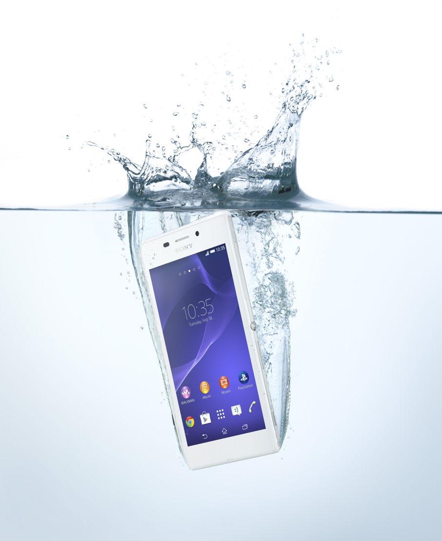 Xperia M2 Aqua in water