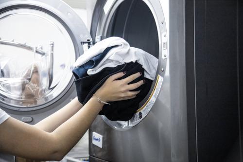 Cinco consejos básicos sobre cómo desinfectar la ropa en tu casa