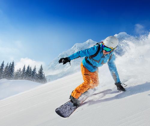 Названы лучшие авиакомпании для лыжников и сноубордистов