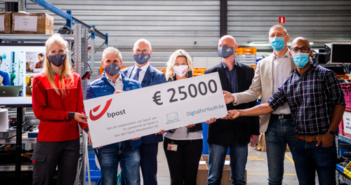 bpost group staff members applaud and raise 25,000 euros for DigitalForYouth.be