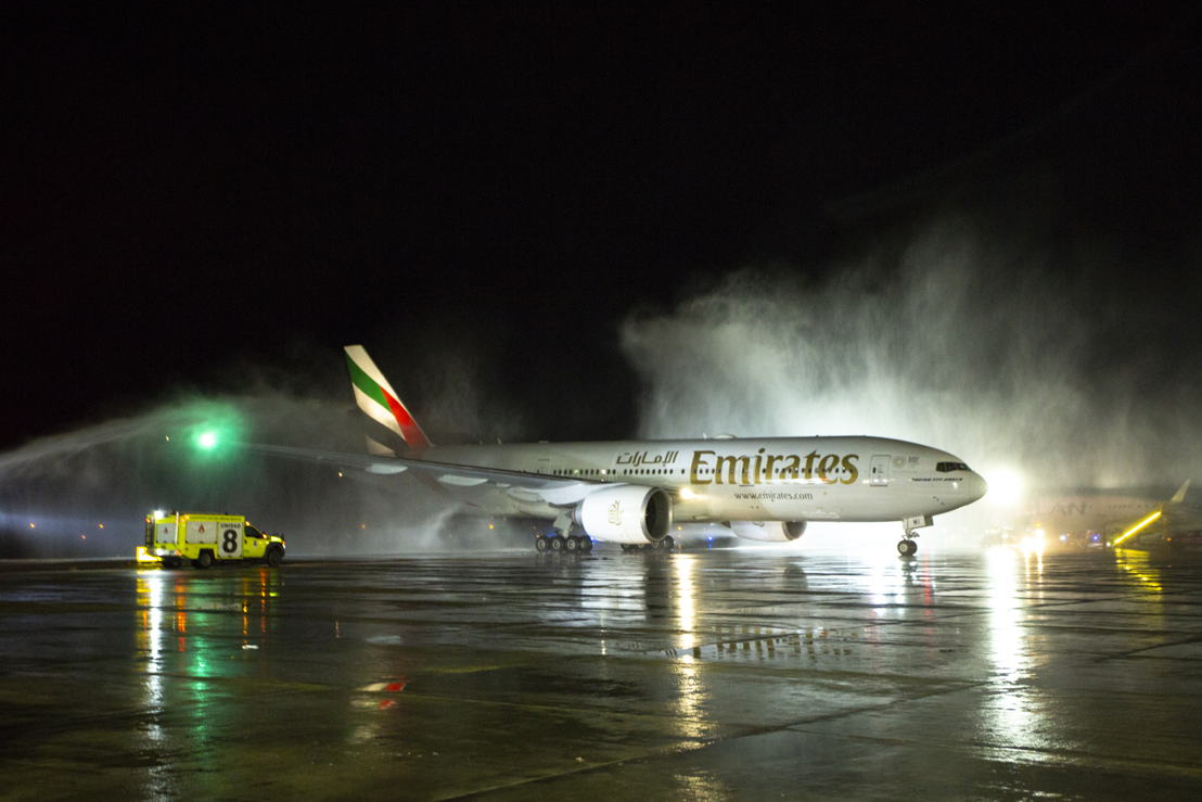 The inaugural Boeing 777-200LR flight was welcomed at Comodoro Arturo Merino Benítez International Airport with a water cannon salute.