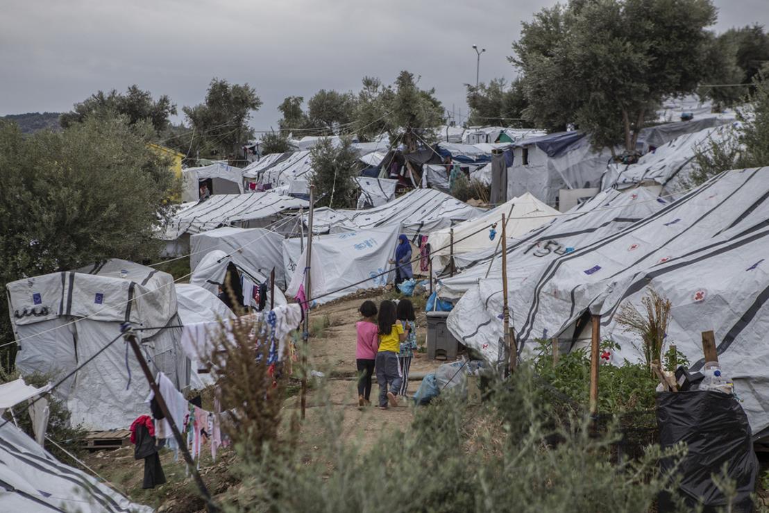La policía griega aplica una cuarentena injustificada y cruel en el campo de Moria en Lesbos