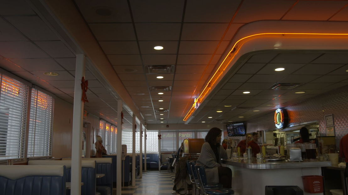 Karine in diner<br/>Dwars door Amerika (c) VRT