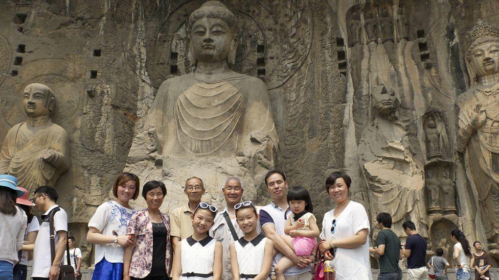 De Longmen grotten in Luoyang - (c) BBC Worldwide