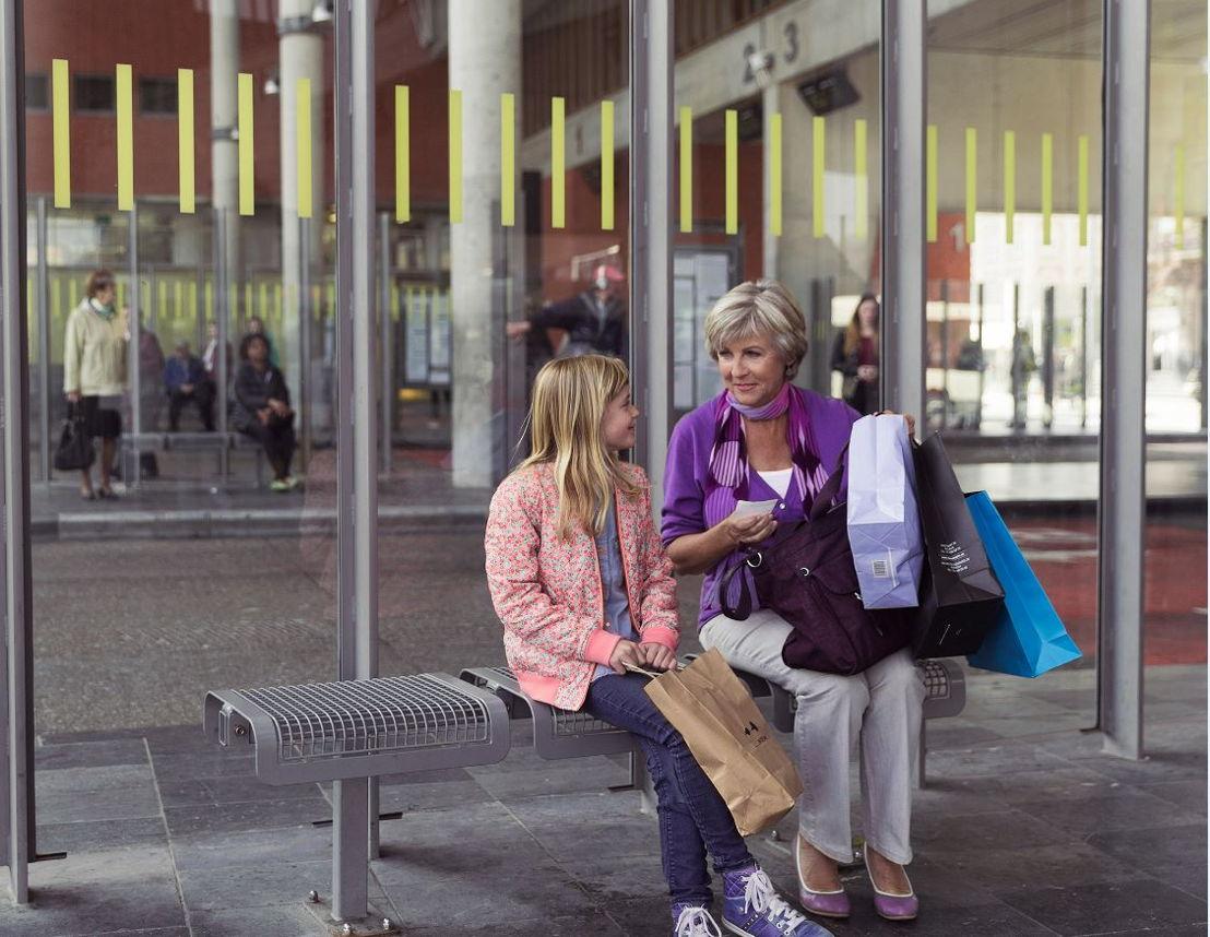 Grootouders en hun kleinkinderen nemen liever samen de bus dan de auto. 18 % van de grootmoeders vindt het stresserend om de auto te nemen met kinderen.