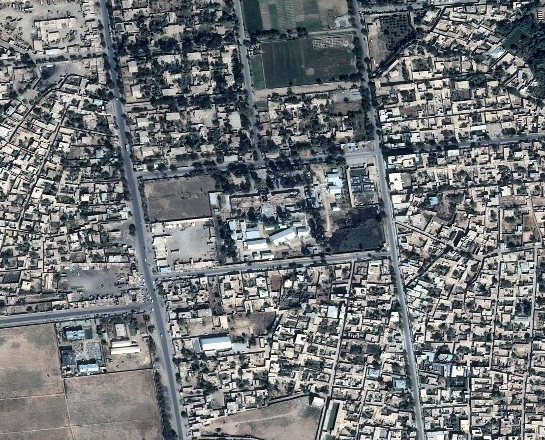 Satellietbeeld van het ziekenhuis na de aanval