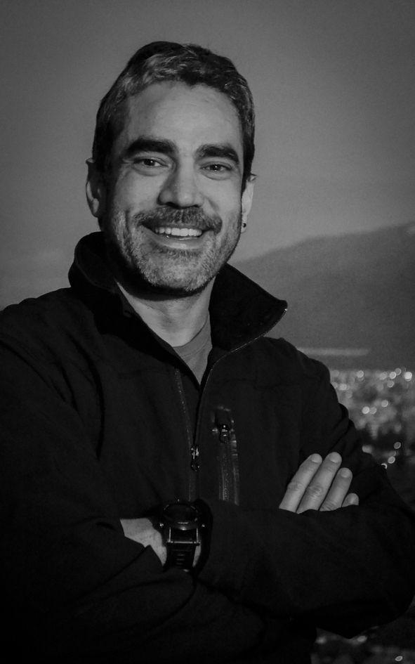 Alvaro de La Barra, director