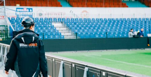 Bedrijf achter ledschermen rond voetbalvelden krijgt internationale aandeelhouder