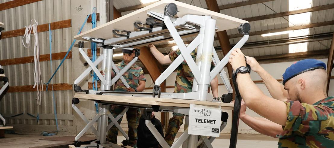Telenet fait don de son mobilier de bureau aux écoles et administrations wallonnes touchées par les intempéries