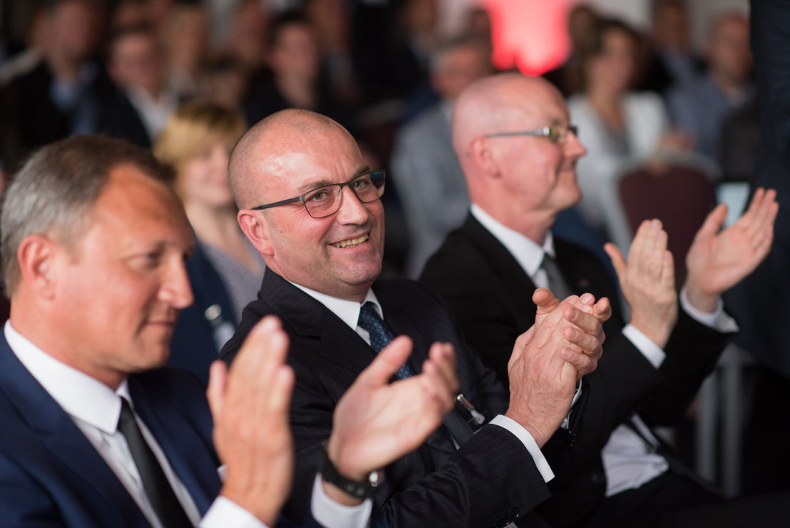 Left: Peter Somers, CEO -owner of SprintPack<br/>Middle: Georg Kirchmayr, President TGW Logistics Group<br/>Right: Andy Smith, Managing Director Northern Europe at TGW Logistics Group