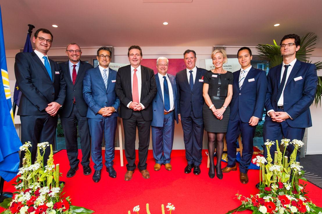 Het Novadia-team in de aanwezigheid van Rudi Vervoort, minister-president van het Brussels Hoofdstedelijk Gewest, minister Guy Vanhengel en waarnemend burgemeester Pierre Muylle.