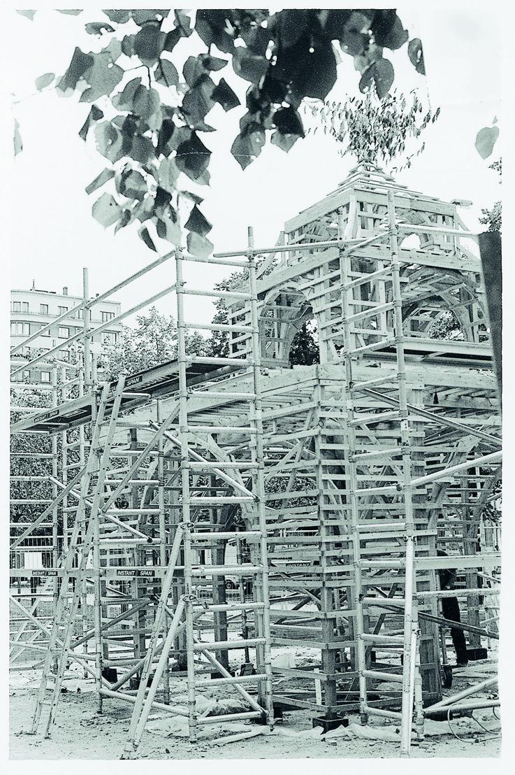 De pagode in aanbouw, 1998. Foto Karine Granger