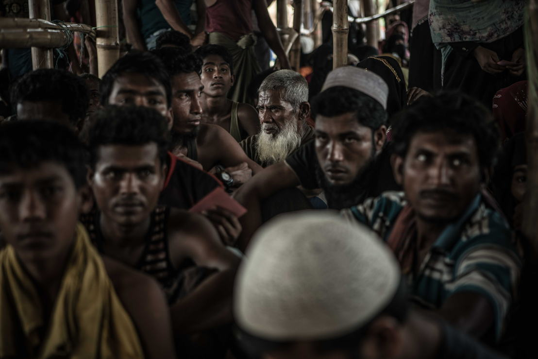 A group of Rohingya refugees wait in line for food distributions in the Kutupalong camp. Photographer: Pablo Tosco