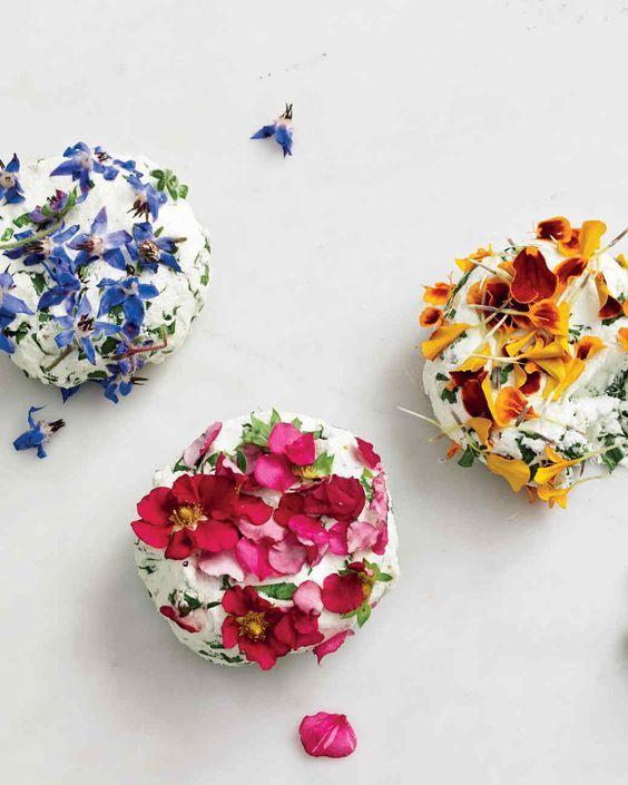 10 recetas dulces y saladas que te muestran lo bello y delicioso de cocinar con flores comestibles