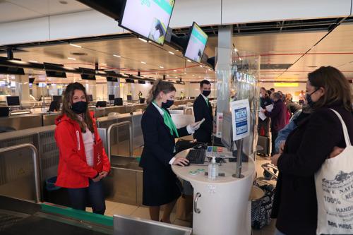 Eerste vakantiepilotvlucht met enthousiaste passagiers vertrokken